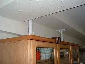 食器棚の転倒防止